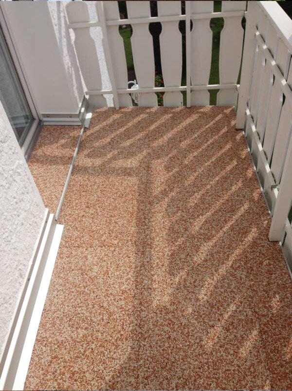 Frisch sanierter Balkon mit Balkonplatten