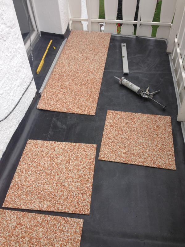 Balkonplatten werden verlegt